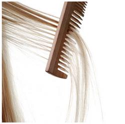 peinar cabello reseco